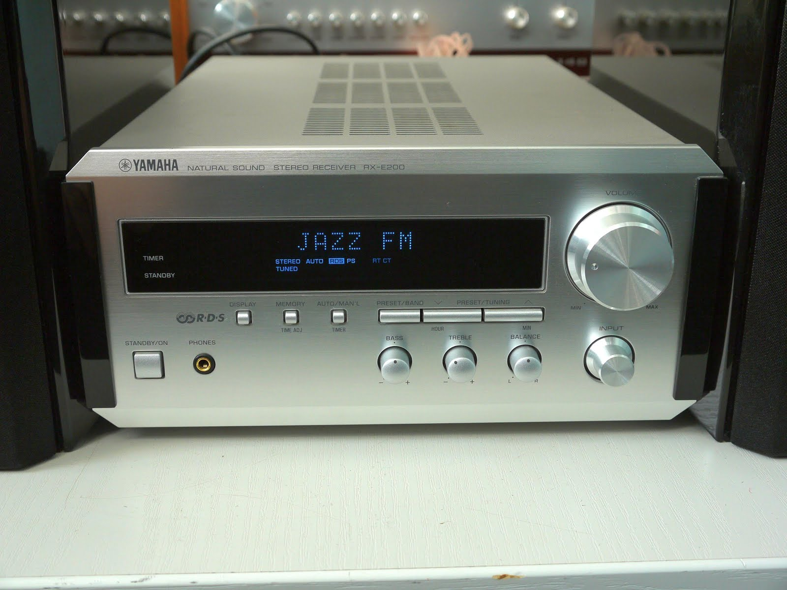 yamaha rx e200 stereo receiver audiobaza. Black Bedroom Furniture Sets. Home Design Ideas