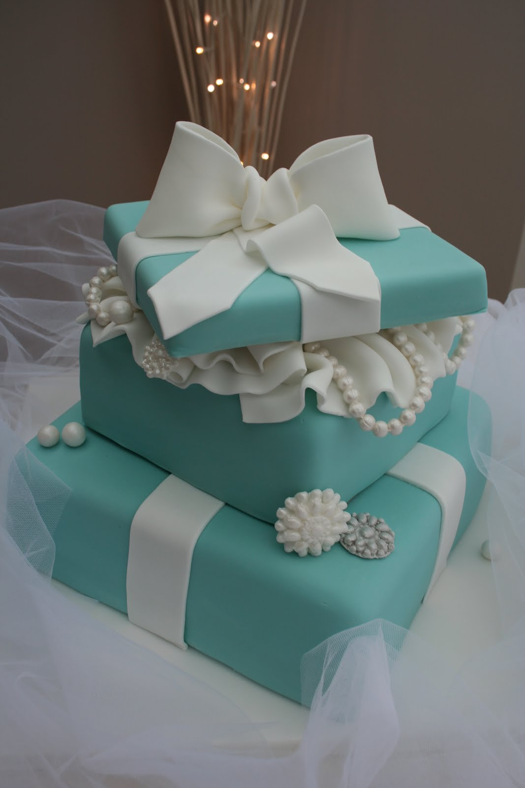 Tiffany Blue Cake Design : Katies Cupcakes: 2 Tiered Tiffany cake