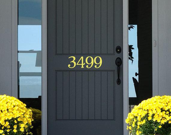 Ini sedikit dekorasi pintu rumah minimalis yang bisa anda praktekan