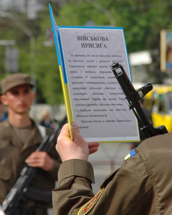 Фото Виталия Бабенко: принятие присяги