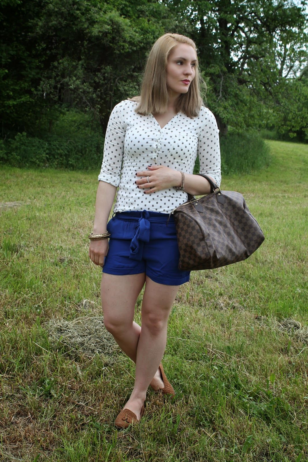Fashionblogger Austria / Österreich / Deutsch / German / Kärnten / Carinthia / Klagenfurt / Köttmannsdorf / Spring Look / Classy / Edgy / Summer / Summer Style 2014 / Summer Look / Fashionista Look / Pimkie / New Yorker / Louis Vuitton / Persunmall / Forever 21 / Brown Loafers / Blue Shorts / White black Blouse / Louis Vuitton Damier Ebene Speedy