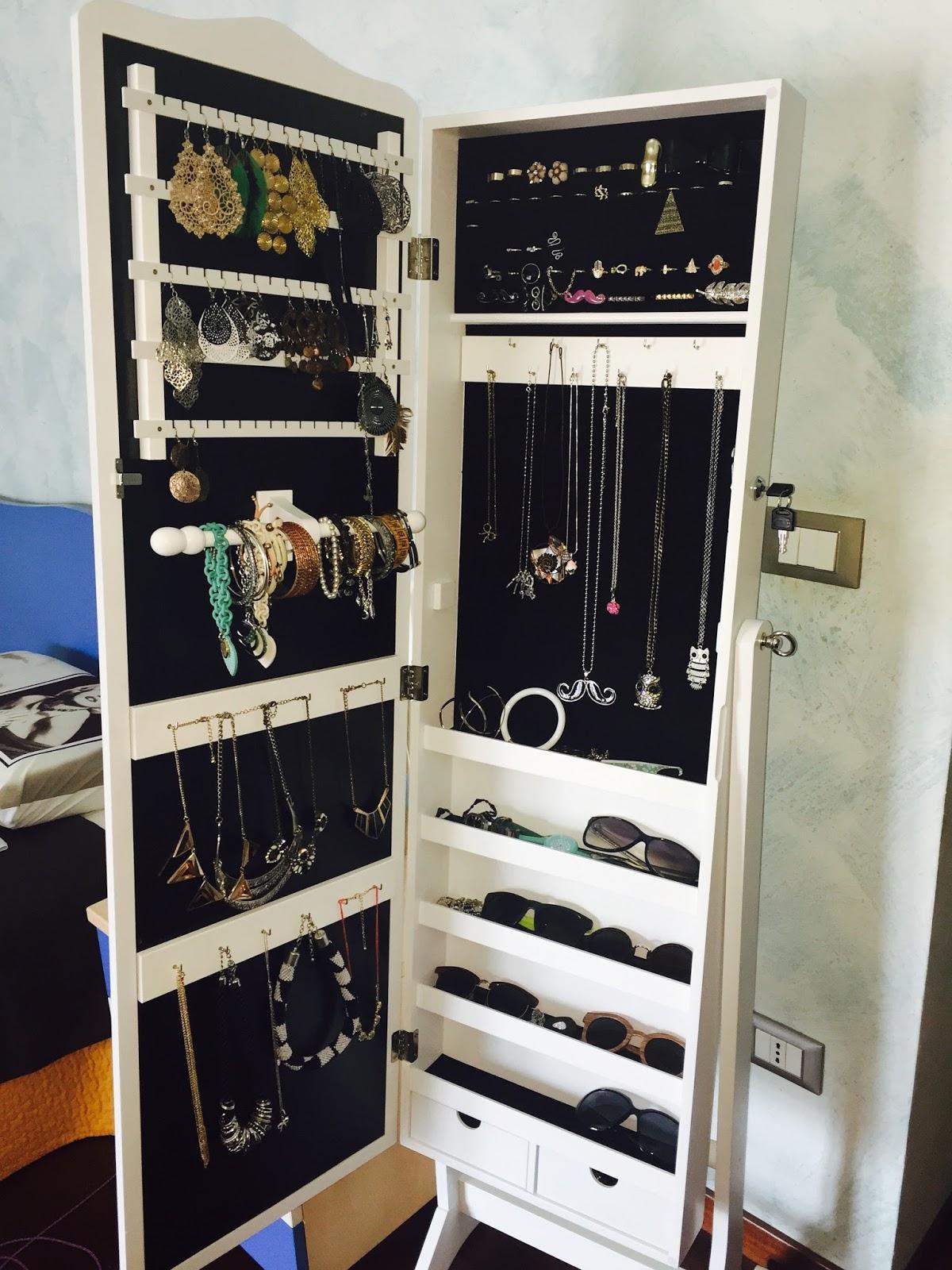 Armadietto portagioie con specchio ikea casamia idea di - Porta gioielli ikea ...