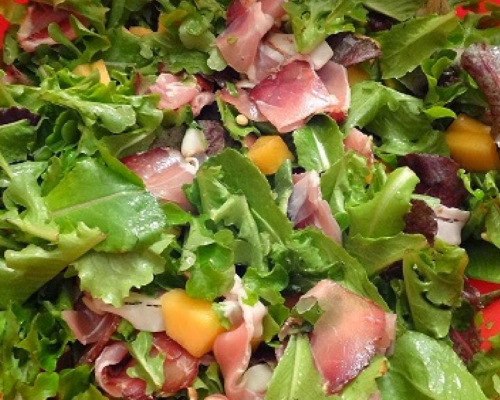 salat-s-vetchinoj-i-dynej