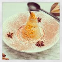 Пьяная груша в слоеном тесте со сливочно-ванильным соусом