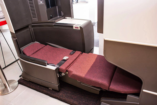 Demo units of the new JAL SKY SUITE II seat at SKY MUSEUM. Image by Japan Airlines.