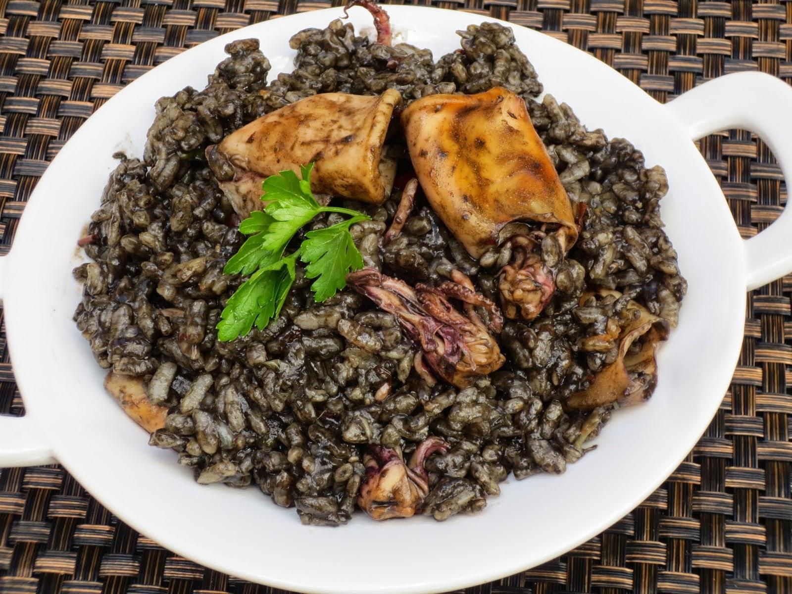 Arroz negro con chipirones Ana Sevilla cocina tradicional