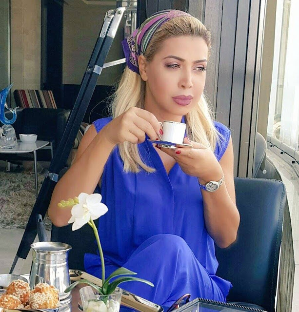 Nawal el-Zoghbi prenant son café. Photo via Facebook