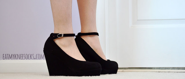 Milanoo's lovely black wedges are perfect for any outfit, with their faux-suede material and ankle strap design.