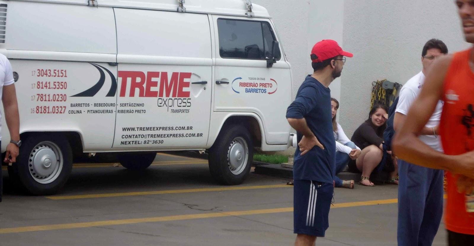 Foto 48 da 1ª Corrida Av. dos Coqueiros em Barretos-SP 14/04/2013 – Atletas cruzando a linha de chegada