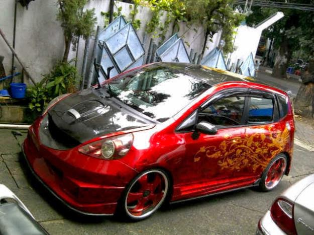 modifikasi mobil Honda all new jazz rs merah