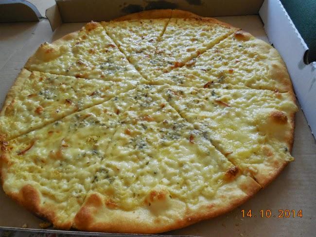 Pizza Quatro Formaggi pe vatra