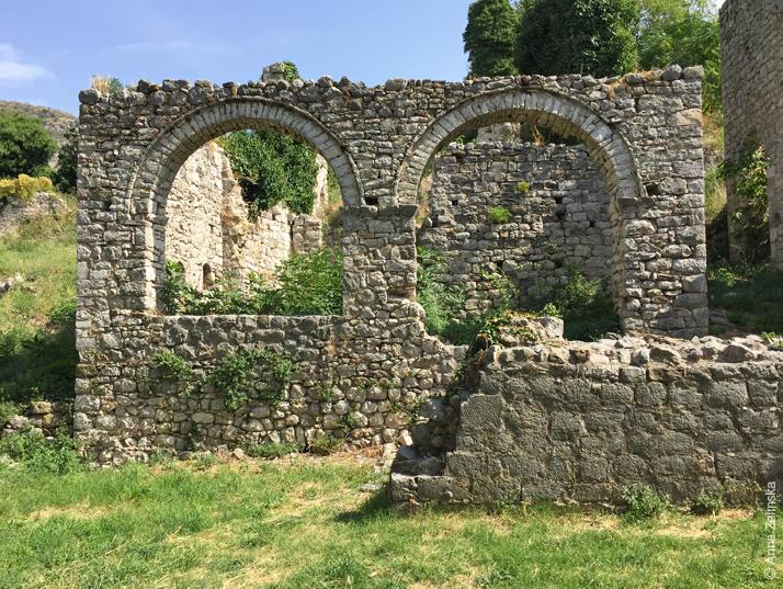 Древние арки в Старом Баре, Черногория