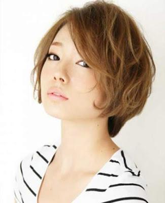 model potongan rambut layered bob wanita jepang