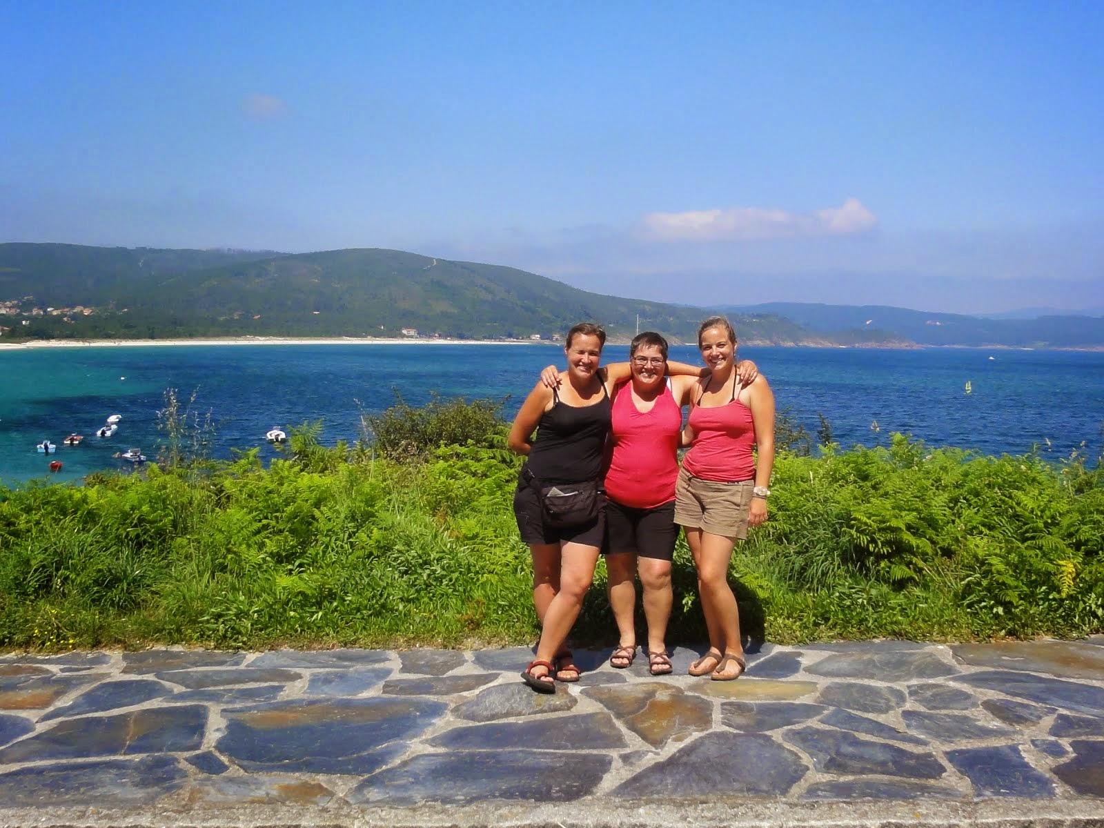 Einde van de reis in Finisterre 2014 voor Vicky, Caroline en Griet