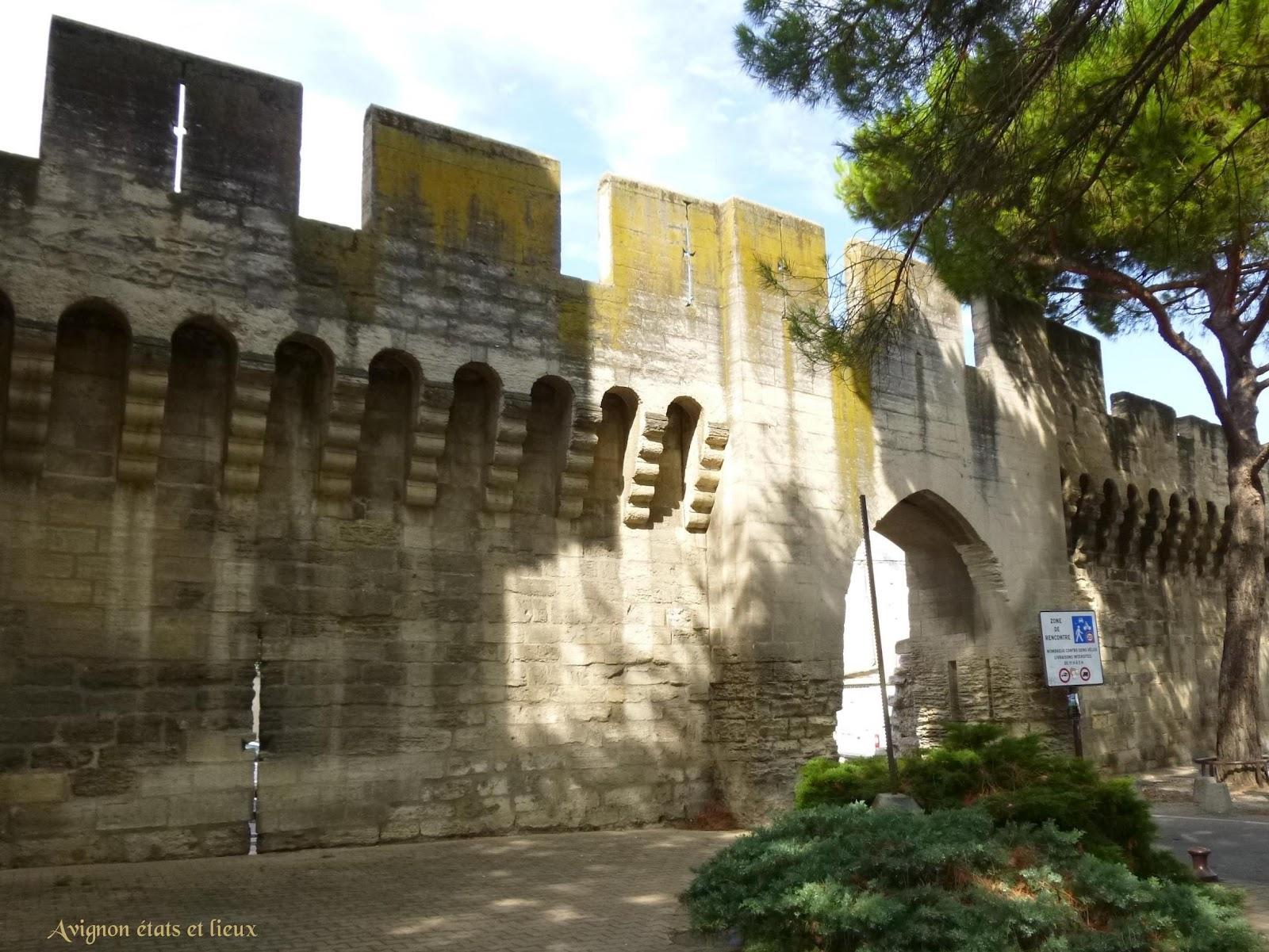 Impressions d 39 avignon remparts d 39 avignon la porte saint lazare - Porte saint dominique avignon ...