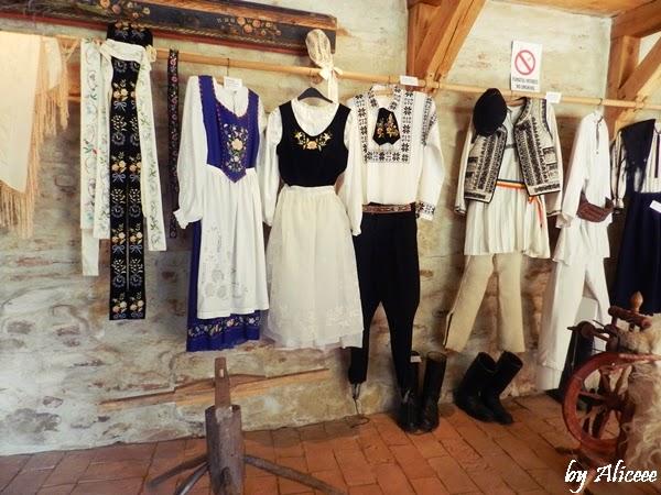 muzeu-sasi-transivania-haine