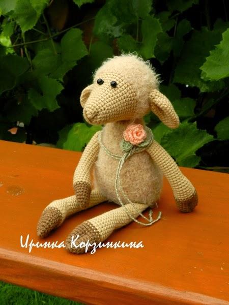 авторская вязаная овечка, символ 2015 года, подарок на Новый год
