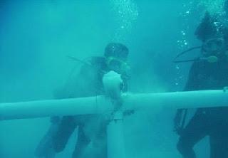 بالصور بناء أول مسجد كامل تحت الماء 0