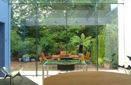 Arte y jardiner a el jard n minimalista urbano ejemplo for Como hacer un jardin interior en casa