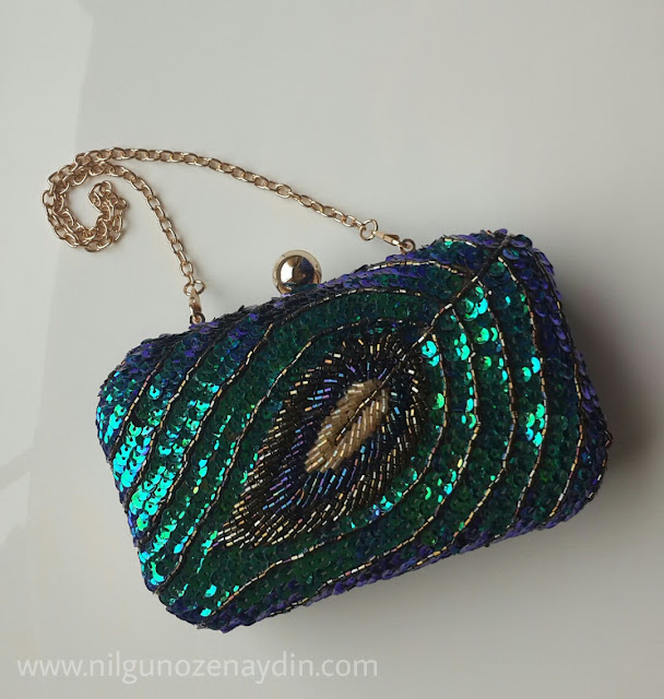 http://www.shein.com/Multicolor-Sequined-Bead-Clutches-Bag-p-211907-cat-1764.html?utm_source=nilgunozenaydin.com&utm_medium=blogger&url_from=nilgunozenaydin.com