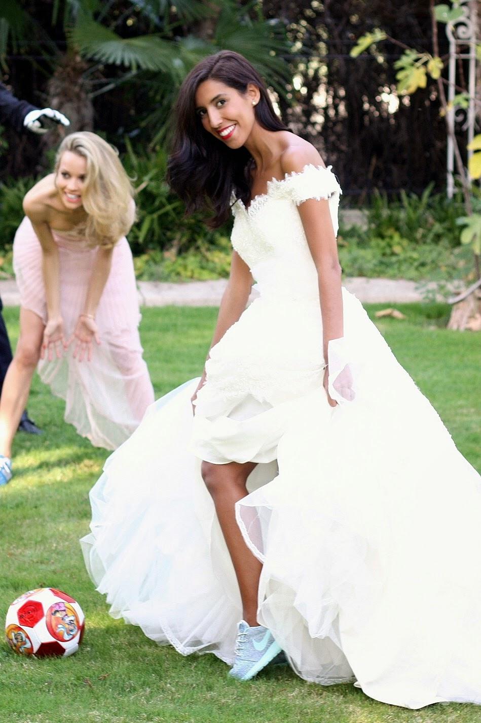 son varios blogs los que hemos participado y entre todos aire barcelona elegir un ganador para que sortee entre sus lectoresu un vestido de novia