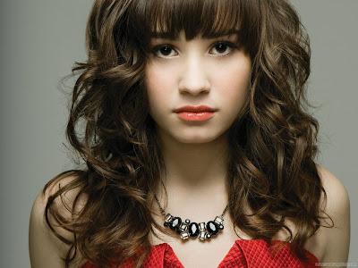 Glamorous Demi Lovato HD Wallpaper-1600x1200-74