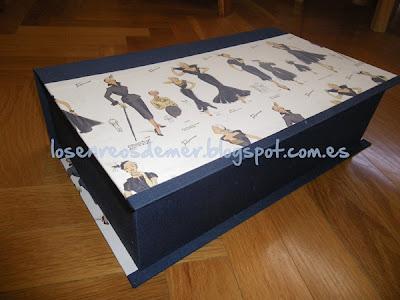 Exterior de caja libro realizada en cartonaje