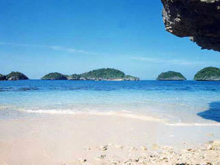 One of the beaches in Pangasinan's Hundred Islands
