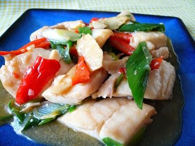 Stir-fried Fish with Ginger and Spring Onion (Cá Chiên với Gừng và Hành)