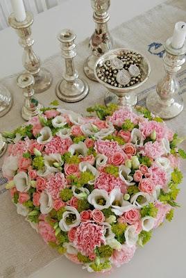 centro de mesa coração de flores