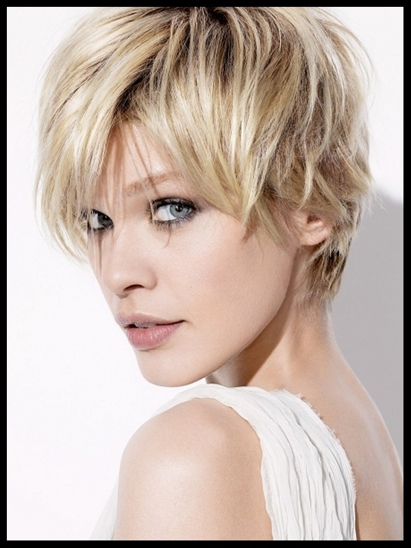 Short Layered Hairstyles Round Face