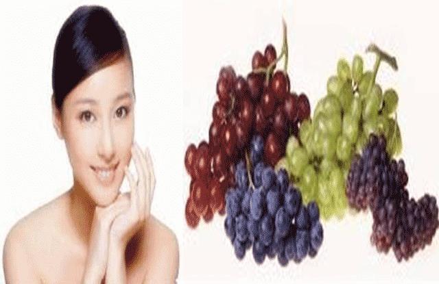 Kandungan air yang terdapat pada buah anggur bermanfaat untuk menyegarkan kulit