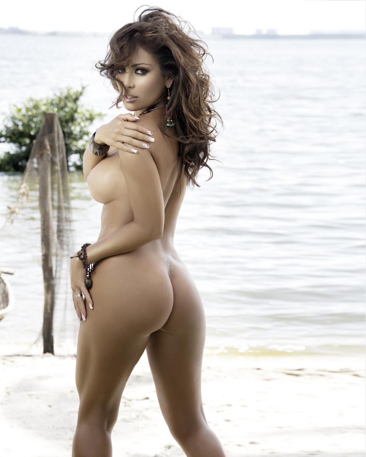 de las celebridades que aparecen en el anuario 2013 de Playboy México