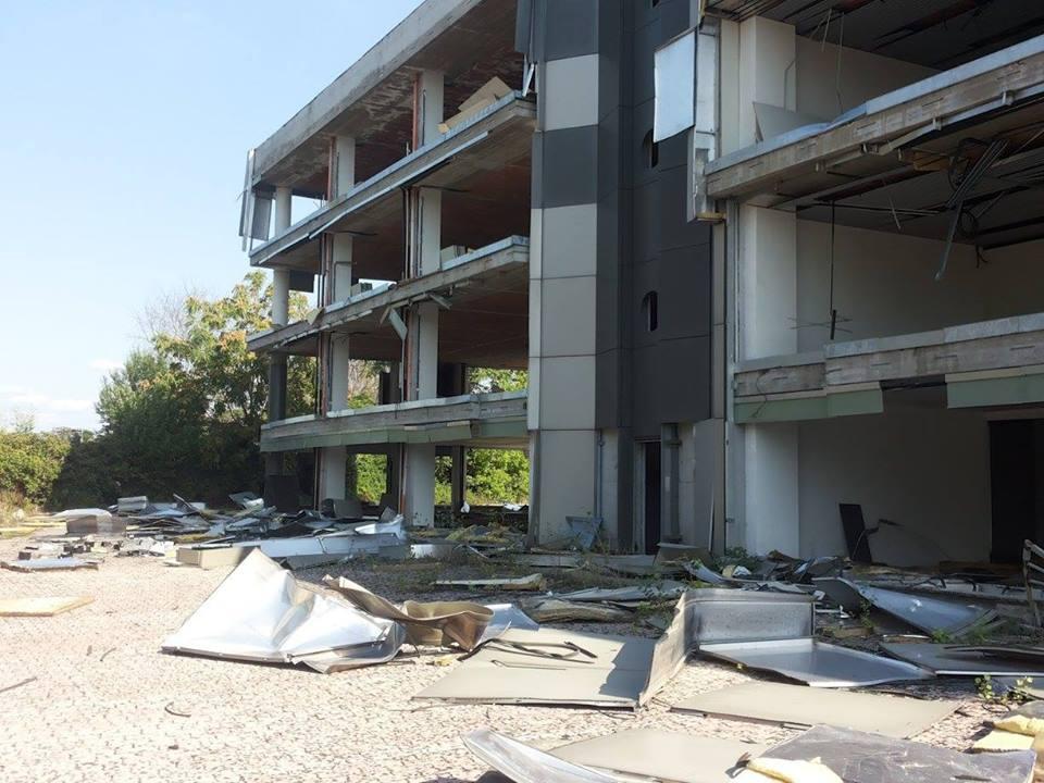 Roma fa schifo immagini raggelanti edifici pubblici for 2 piani di costruzione di edifici in metallo
