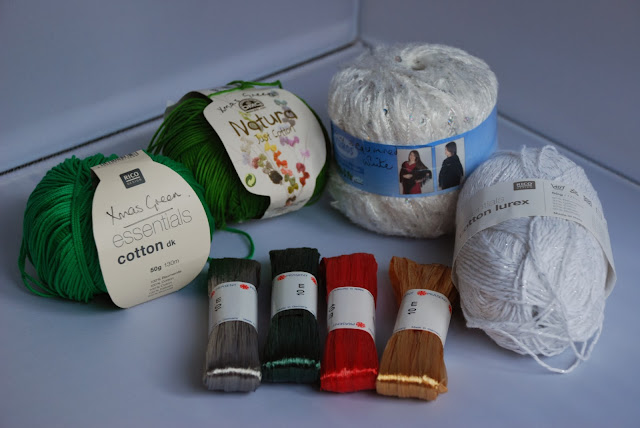 image of Christmas coloured yarn