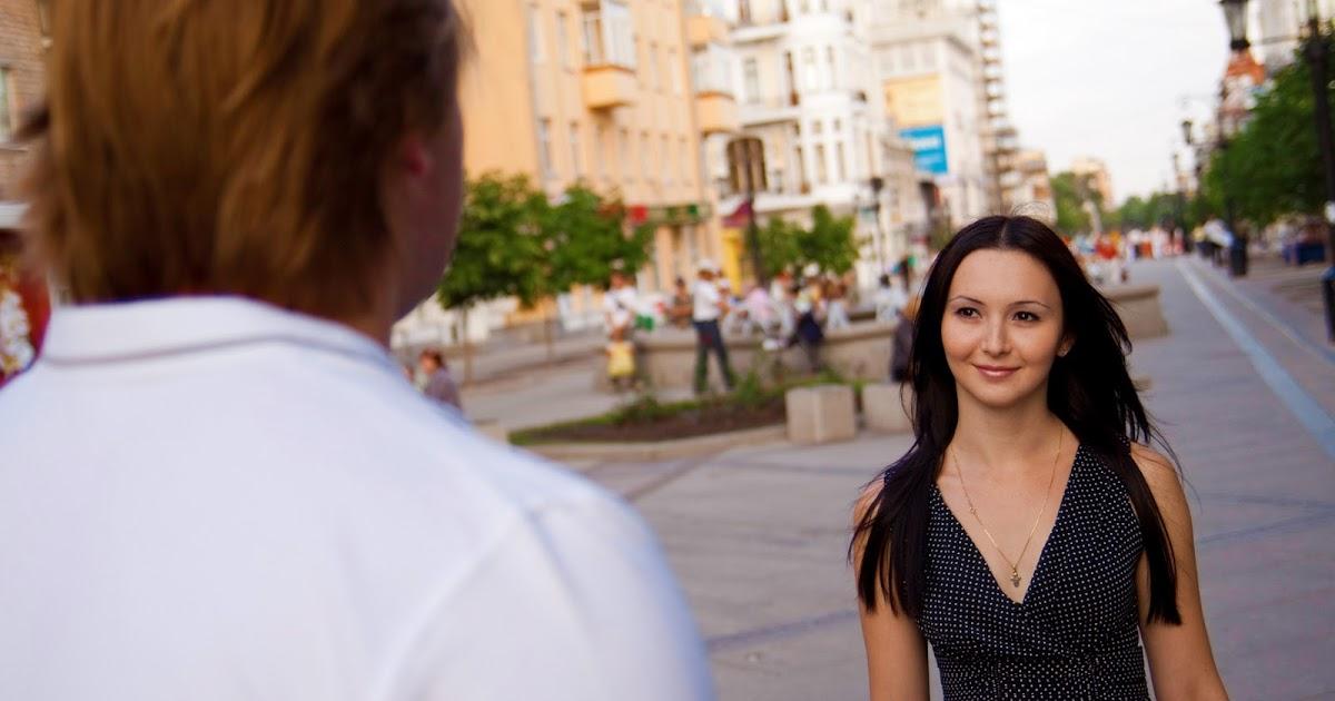Frauen kennenlernen auf der straße