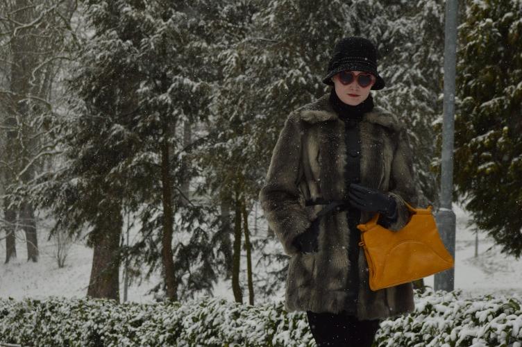 fake fur, coat, vintage, handbag, cloche hat, 1920s, 1980s, quaintrelle, georgiana, quaint, fashionista, personal style, H&M, Accessorize, Deichmann