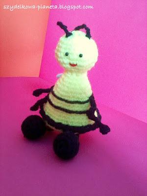 szydełkowa pszczoła