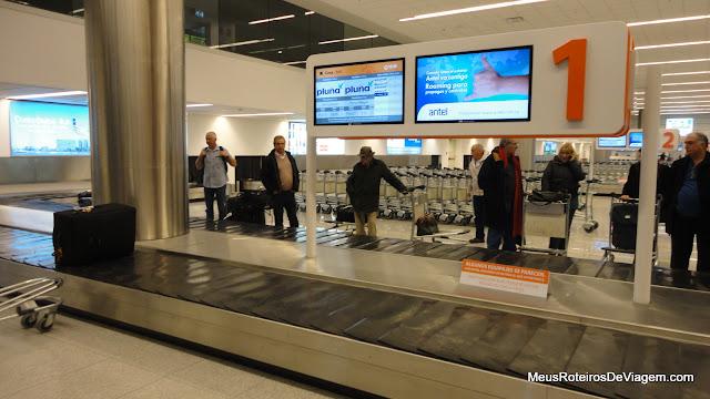 Esteiras de bagagem no Aeroporto de Montevideo - Uruguai