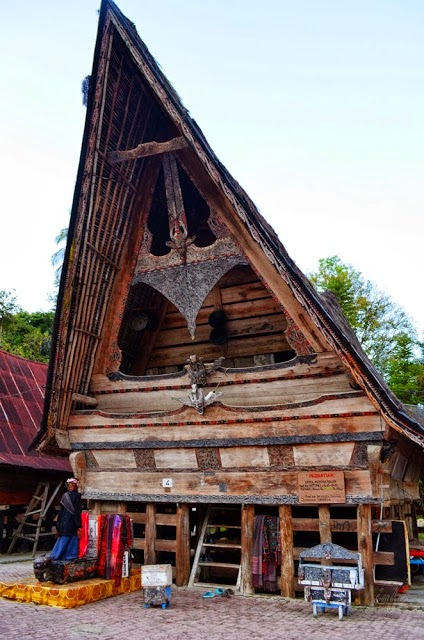 Rumah Bolon dan Sigale-gale di Tomok
