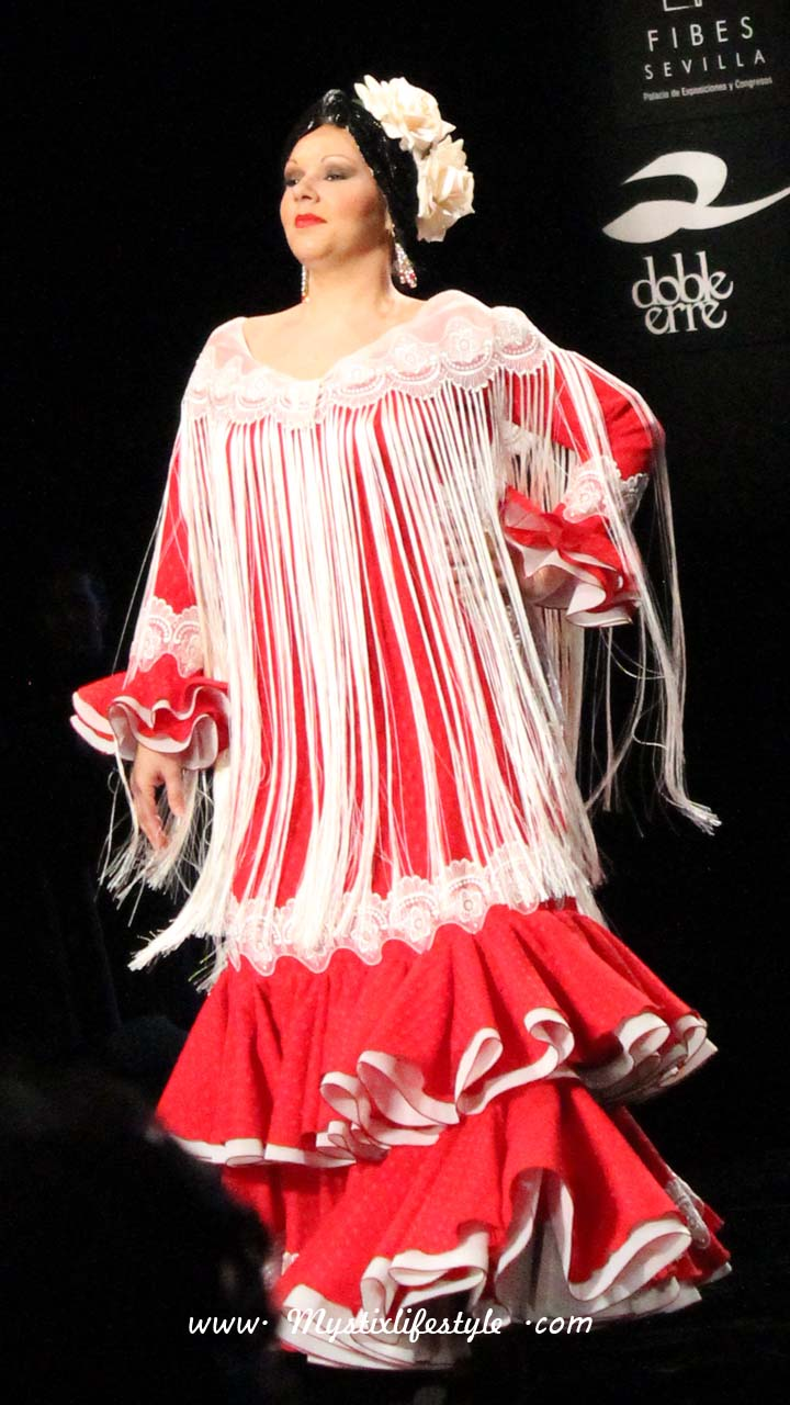 Desfile Molina Moda Flamenca en el Salón Internacional de la Moda ...