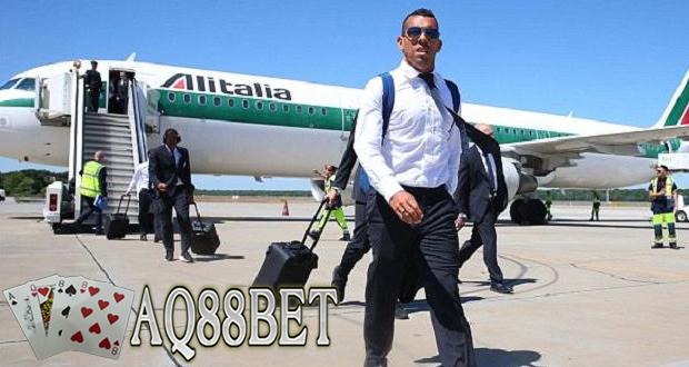 Liputan Bola - Dalam empat hari terakhir, nama striker Juventus, Carlos Tevez dikabarkan bakal meninggalkan Turin, Italia. Mantan striker Manchester United tersebut sudah siap bermain di Spanyol.