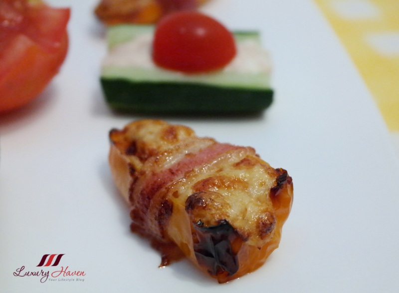 stuffed sweet pepper with philadelphia cheese tuna bacon