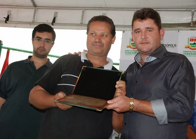 Prefeito Arlei faz homenagem ao maestro da Corporação Musical Beatriz Silva, Evaldo Cândido, pelo 1º lugar no concurso nacional de bandas