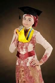 Gambar Baju Kebaya Wisuda Muslim Berjilbab Terbaru Modern