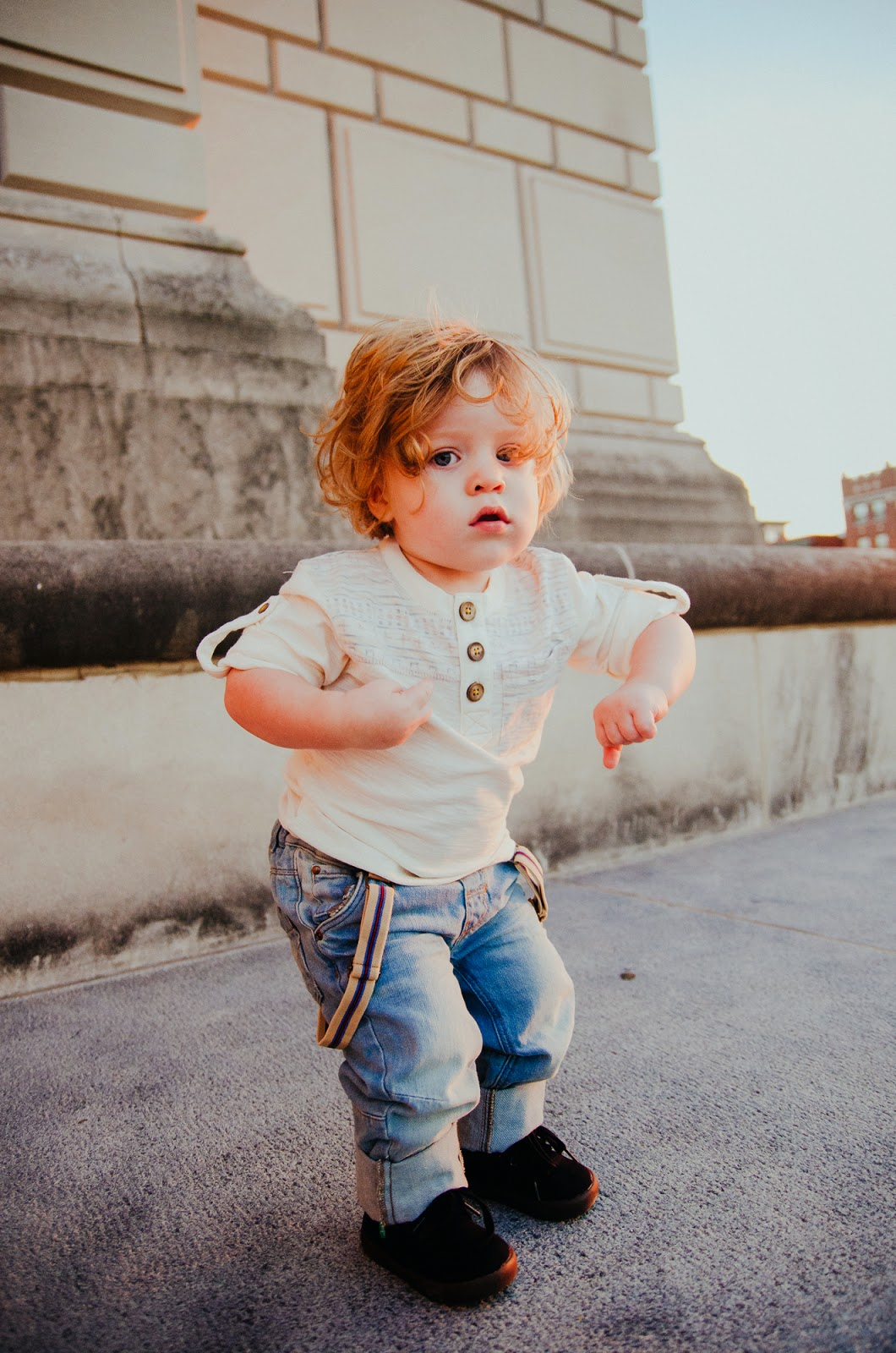 baby shows off his dance moves, indianapolis family photographer