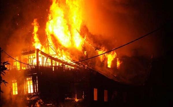 http://2.bp.blogspot.com/-MDnO8ndDaU4/UChpZ1GrBaI/AAAAAAAAAzg/lkqwUN_jIXQ/s1600/kebakaran2.jpg