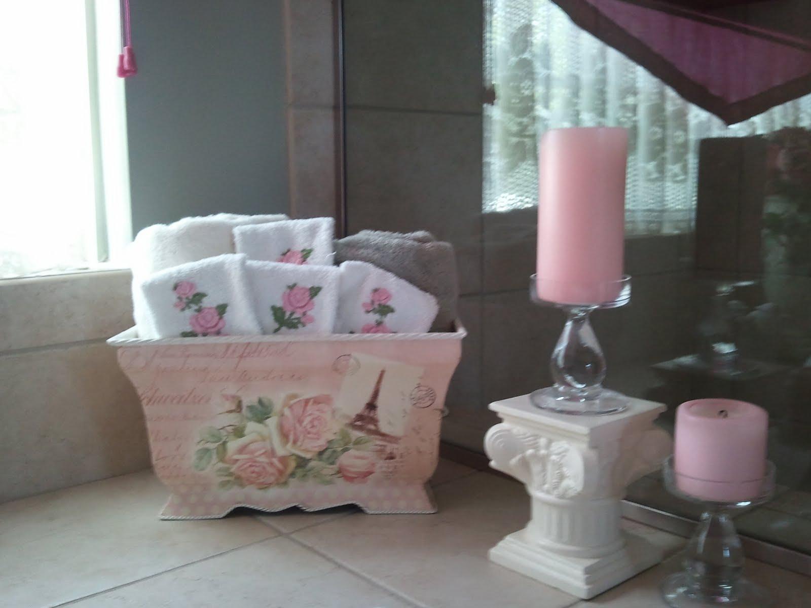 Loving All Things Romantic: THRIFTY BATHROOM DECOR