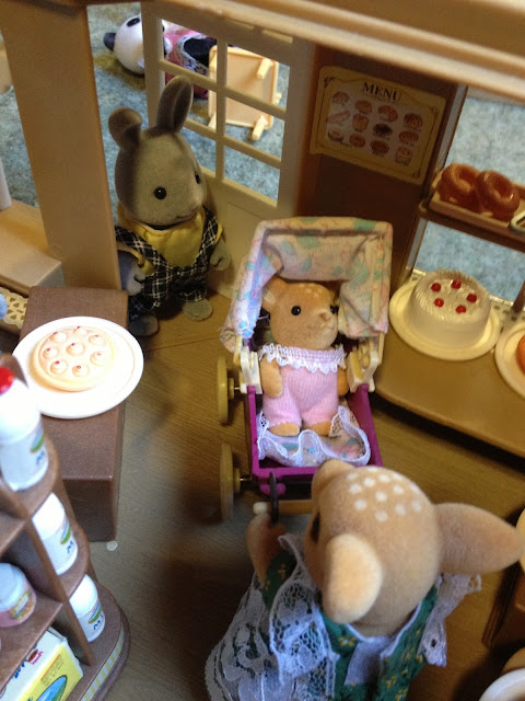 Sylvanian Families Village Bakery Brighteyes Moss Reindeer Baby Pram