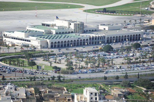 Η μέση διάρκεια των απευθείας πτήσεων από το αεροδρόμιο της Αθήνας προς το αεροδρόμιο της Μάλτας είναι περίπου 2 ώρες.